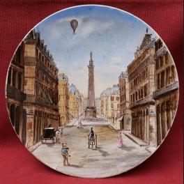 http://www.cerca-trova.fr/15250-thickbox_default/assiette-en-faience-fine-du-xixeme-siecle-representant-la-place-vendome-avec-une-montgolfiere.jpg